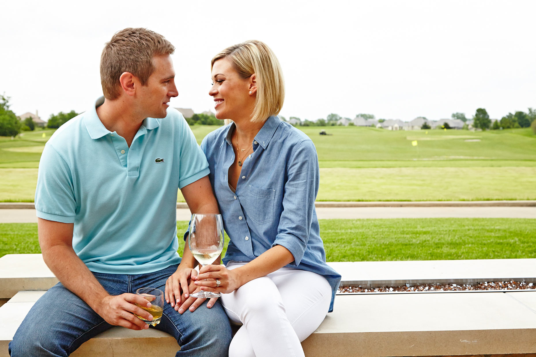 Nicklaus-GC_Lions-Gate_Patio-Couple_033